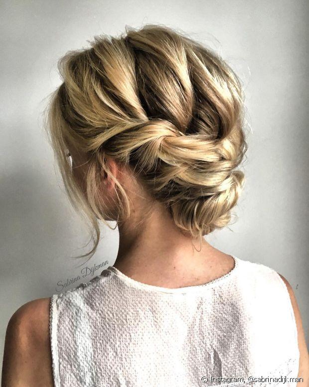 Coques com tranças embutidas vão contra o aspecto conservador do penteado e dão um ar romântico ao look