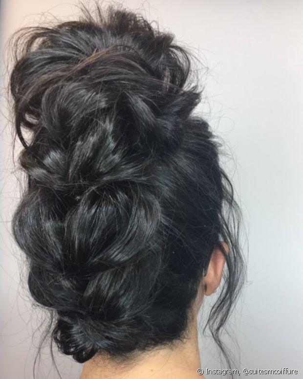 O coque é um penteado que nunca decepciona ao ar livre, resiste ao vento e te deixa intacta em todas as fotos