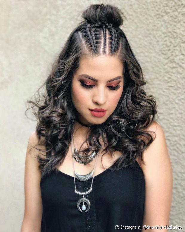 O penteado com coque são perfeitos para o dia a dia e sofisticados para eventos noturnos