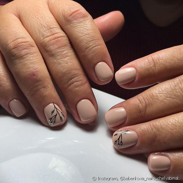 Hábitos alimentares e até mesmo produtos químicos usados no dia a dia enfraquecem as unhas