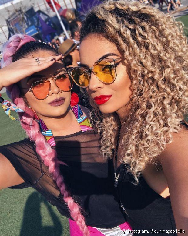 Você pode achar os óculos nas cores rosa, lilás, vermelho, amarelo, entre outras