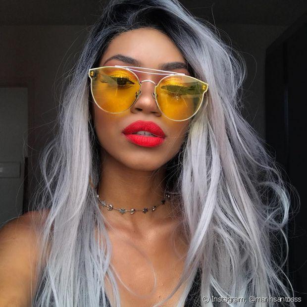 78fdee668d22b Óculos transparente com lente colorida  saiba tudo sobre a tendência!