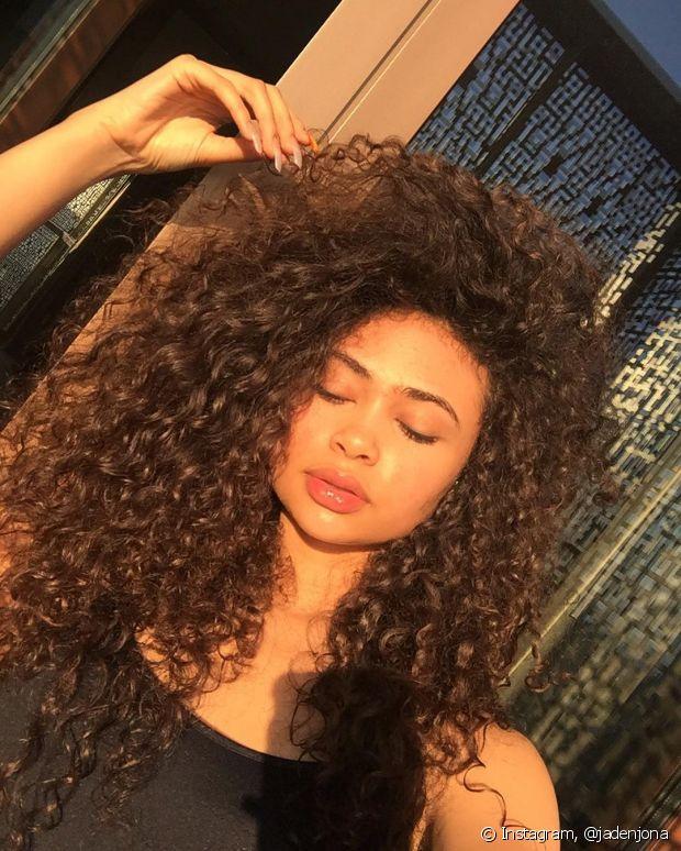 A partir do momento em que o cabelo está recuperado, é recomendado pausar o cronograma capilar para não haver sobrecarga de substâncias e efeitos colaterais
