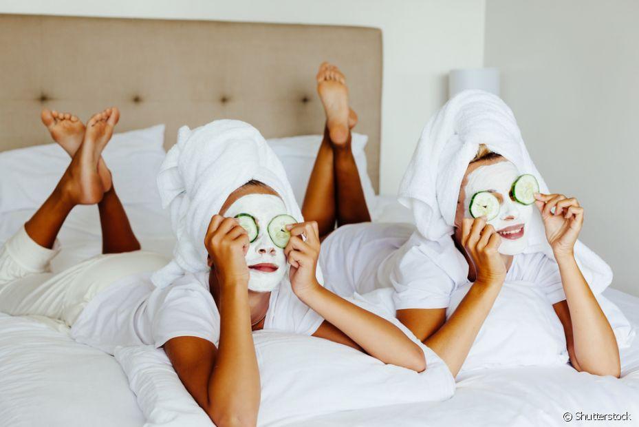 Aproveite que você vai fazer uma máscara de argila para fazer um tratamento completo