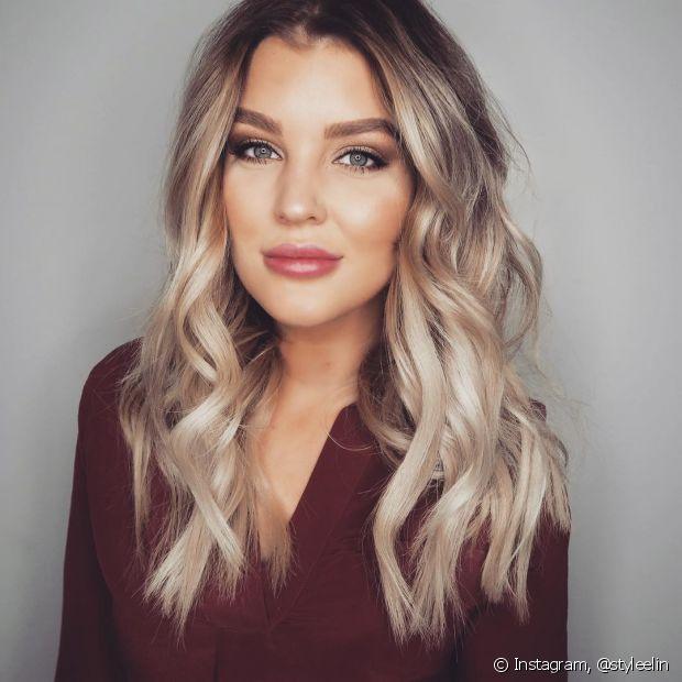 O cabelo loiro exige cuidados especiais para evitar fios amarelados
