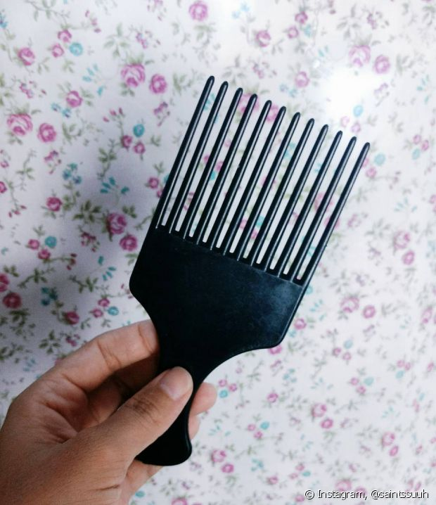 O modelo de pente garfo mais conhecido e também bem fácil de encontrar é o de plástico, porém existem muitas opções, inclusive de outros materiais
