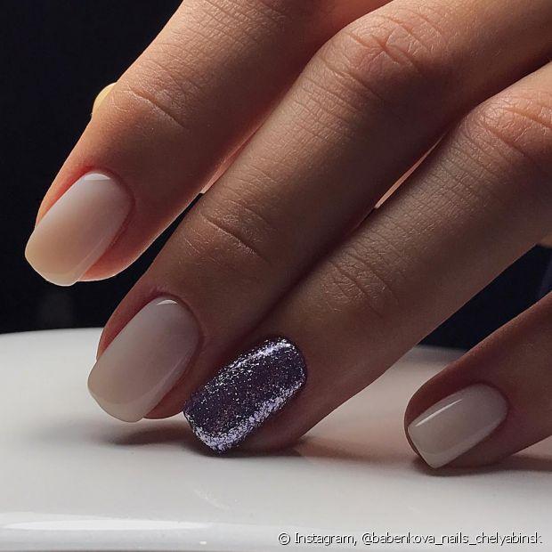 Aplique um produto que ajude a proteger o seu esmalte