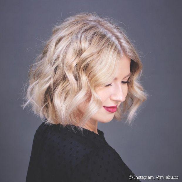 Os cabelos curtos e cheios de textura também fizeram sucesso em 2017