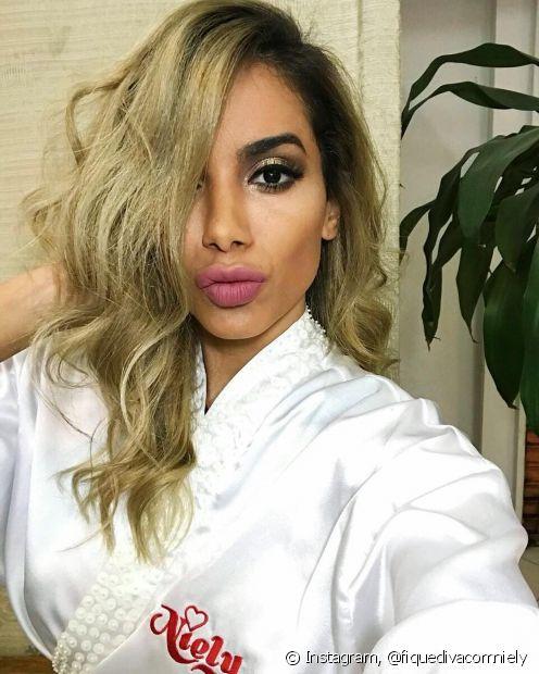 Anitta está loira! A diva mudou a visual com a Niely e amou a transformação