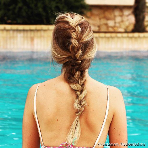 Antes de dar um mergulho na piscina, hidrate bem as suas madeixas