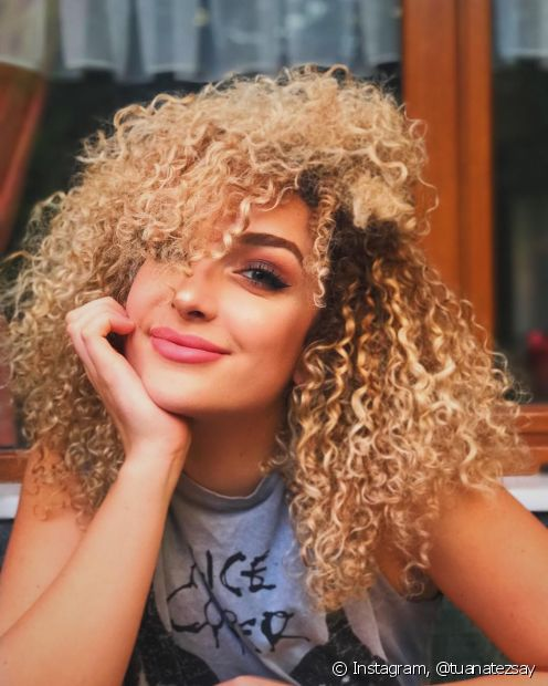 Para cabelos coloridos, o uso de finalizadores com filtro UV é mais recomendado