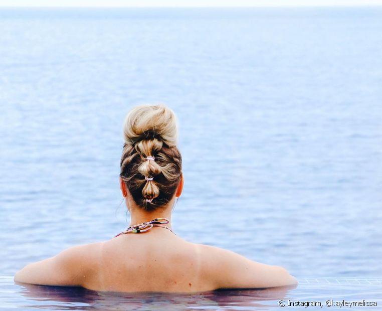 Além de cuidar dos cabelos no dia a dia, as loiras também têm medo de ficar com os fios verdes com a água do mar