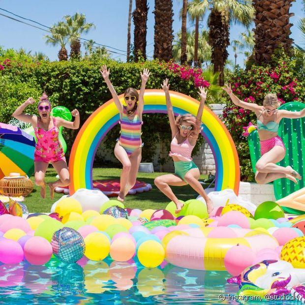 Uma pool party é a ocasião perfeita de juntar os amigos para se refrescar e festejar no calorão
