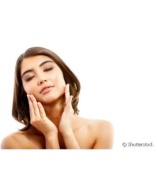 A argila é rica em vitaminas e minerais, repondo os nutrientes que a pele precisa