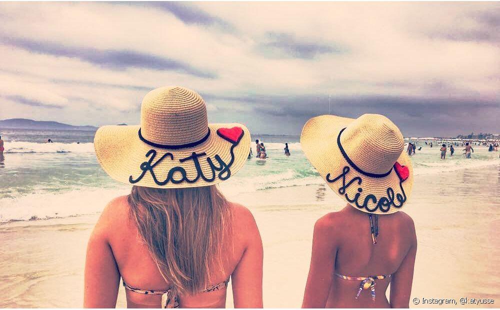 O chapéu personalizado garante ótimas fotos na praia ou na piscina