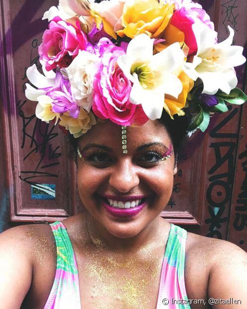 Os acessórios ajudam a proteger o cabelo do sol nos dias de Carnaval