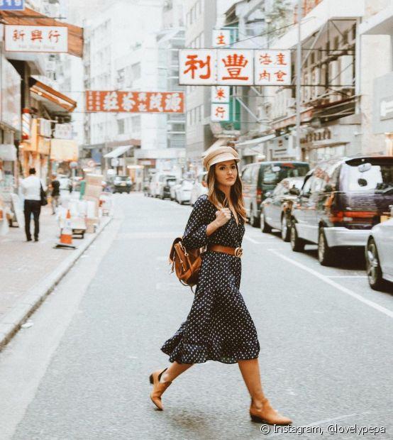 A pose atravessando a rua é um clássico entre as blogueiras