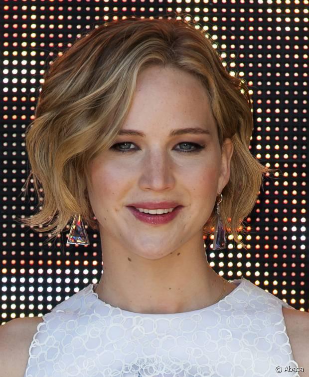 Para conseguir uma textura propositalmente bagunçadinha como a de Jennifer Lawrence, você pode contar com uma mousse modeladora
