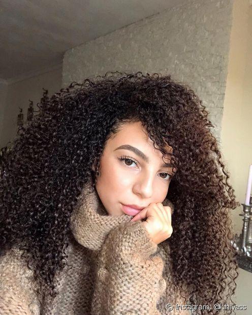 Penteados muito apertados podem arrancar o mega hair da raiz. Opte pelos fios soltos ou com estilos mais frouxos