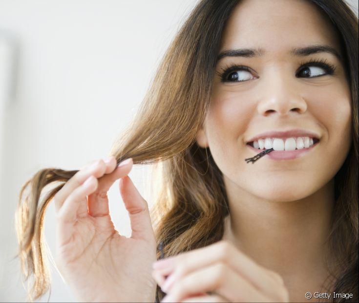 Quando o cabelo é oleoso na raíz e seco nas pontas, existe uma maior facilidade para a quebra dos fios.