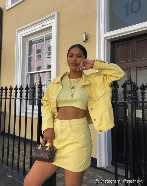 A blusinha mais curta saiu diretamente da moda dos anos 80 para os armários das mulheres que amam usar o estilo cropped (Foto  Instagram: @stefneyv)