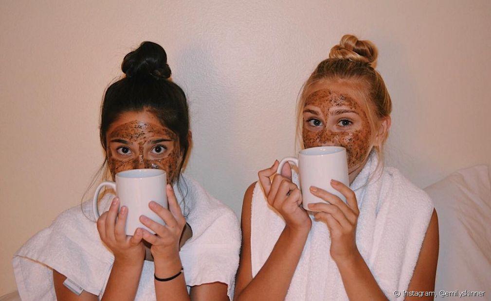 A máscara de café é um esfoliante digno de diva! (Foto Instagram: @emilyskinner) emilyskinner Verificado Seguir