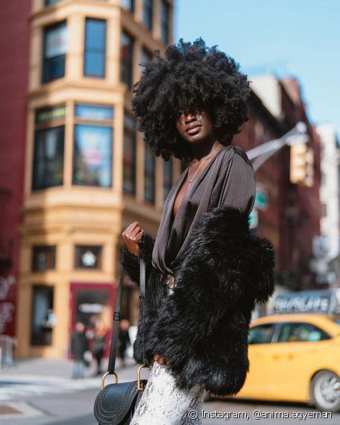 O cabelo black power precisa de creme para pentear com proteção UV para ajudar a proteger os fios (Foto: Instagram, @anima.agyeman)