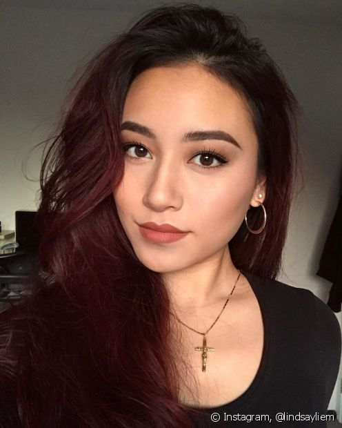 O marsala é um cabelo vermelho escuro perfeito para quem quer um visual discreto (Foto: Instagram @lindsayliem)