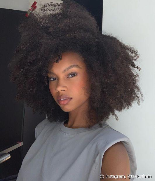 O creme de pentear não é o único finalizador de cabelo que você pode usar nos fios: dá uma olhada só nessas outras dicas (Foto: Instagram @taelorthein)