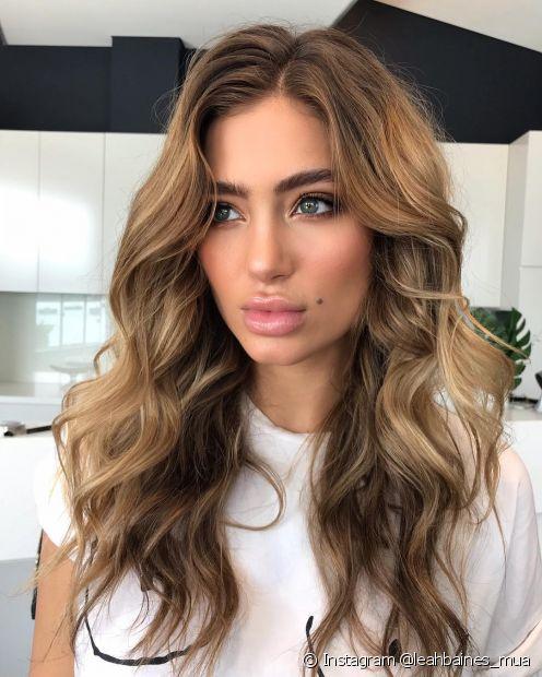 Quem tem cabelos naturalmente loiros e claros, precisa ter o dobro de cuidado para evitar o efeito manchado (Instagram @leahbaines_mua)