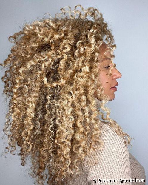Aprenda como clarear o cabelo em casa com essas colorações e receitas caseiras! (Foto: Instagram @gigibolman)