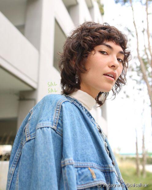 Quem tem o cabelo cacheado do tipo 2 pode apostar no shaggy hair (Foto: Instagram @salsalhair)