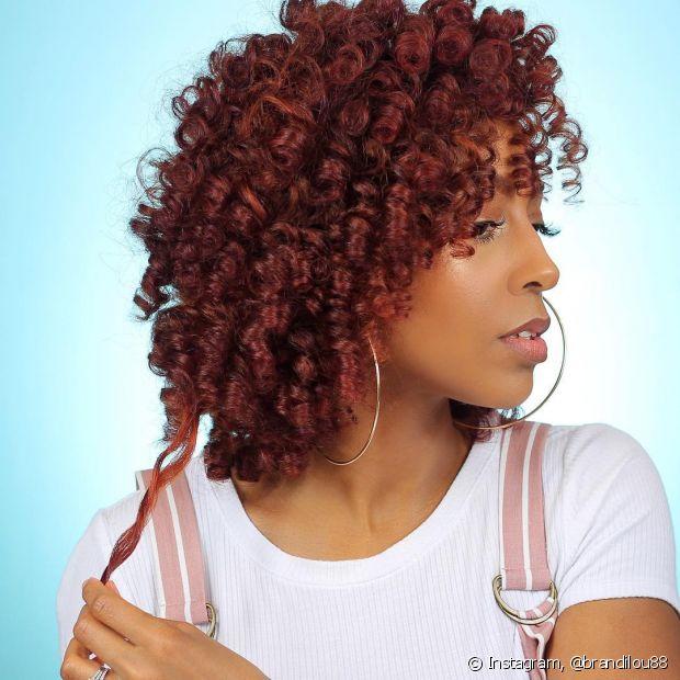 O acaju também é uma boa opção para quem tem o cabelo ruivo claro e quer escurecer (Foto: Instagram @brandilou88)