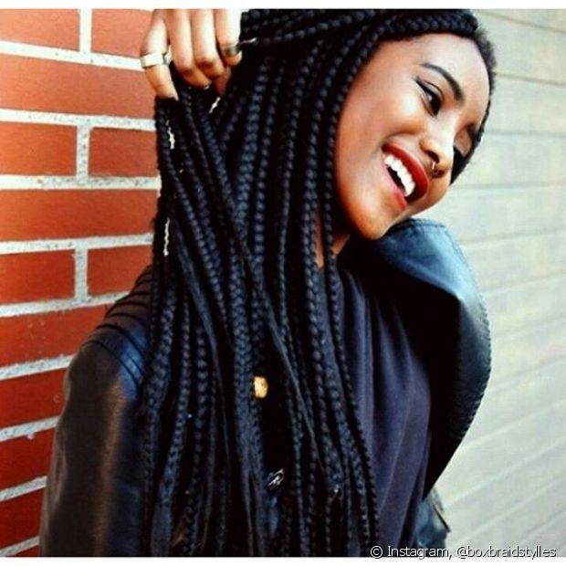 Para as mulheres que estão passando pelo processo de transição capilar e querem mais praticidade no dia a dia, as box braids são uma boa pedida