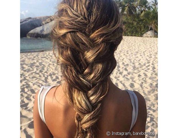 Nos dias em que o cabelo acordar bagunçado, aposte na trança bem larga com textura podrinha