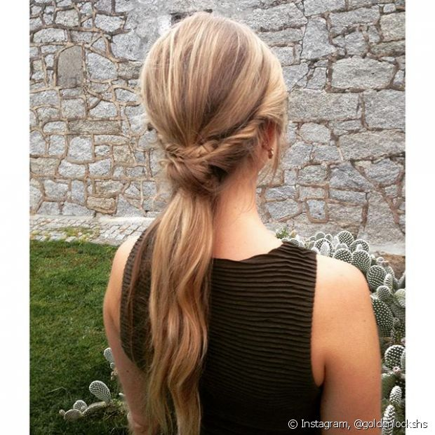 O rabo de cavalo é um daqueles penteados simples, mas que com alguns truques podemos adaptá-lo para todo tipo de ocasião