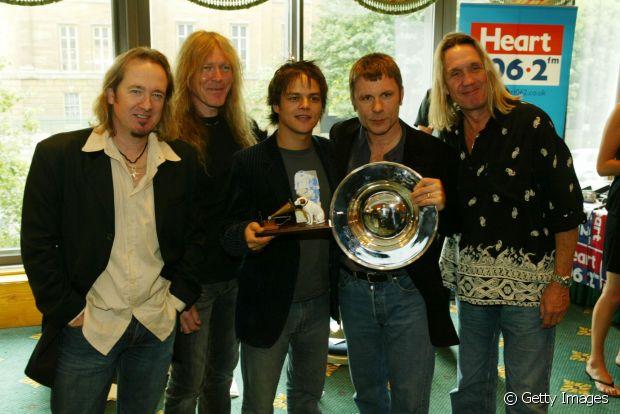 Bruce Dickson e os músicos do Iron Maiden, banda consagrada no cenário roqueiro