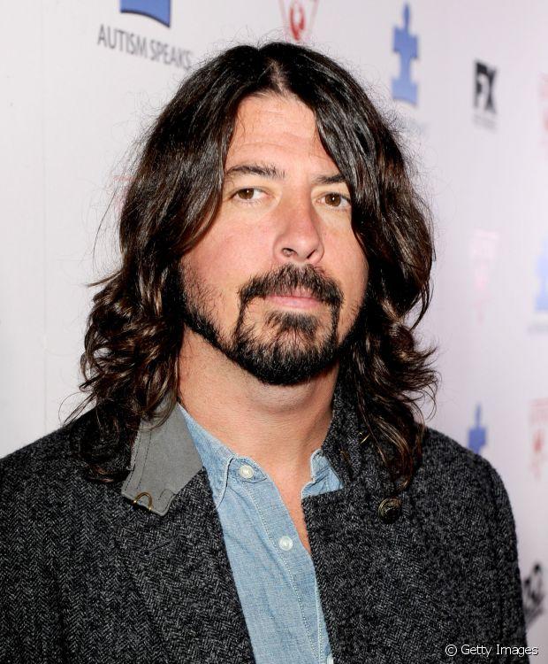 Dave Grohl, do Foo Fighters, que agora também segue carreira solo, arranca suspiros femininos por onde passa com suas madeixas bagunçadas. Ai ai!