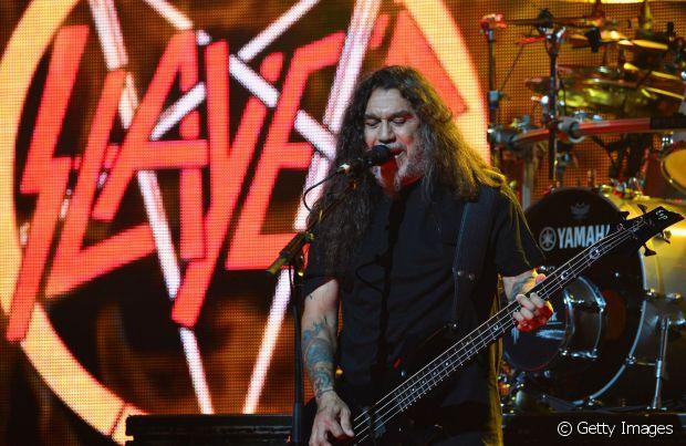 Tom Araya, do Slayer, e seus longos cabelos cacheados e volumosos