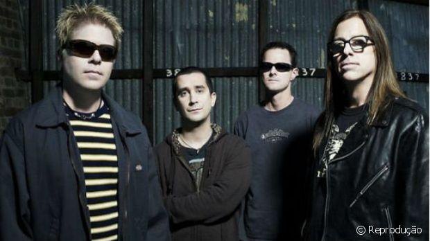 Noodles, o guitarrista do The Offspring teve cabelos longos durante um certo tempo da carreira