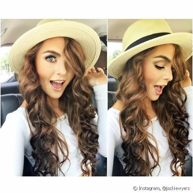 Chapéus nesse estilo não ficam um charme com cabelos cacheados e longos?