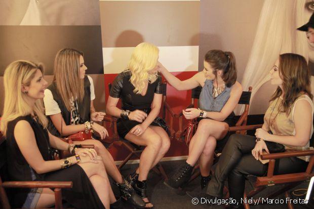 Mariana Saad gostou tanto do cabelo de Flávia Alessandra, que até está pensando na possibilidade de ficar loira. Será?