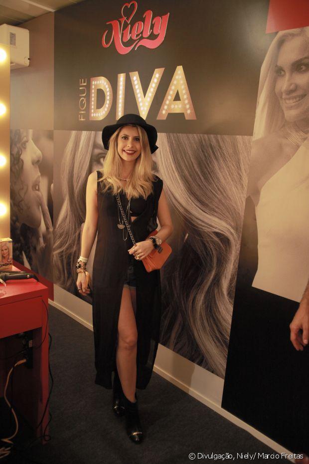 Carolina Tognon mostrou seu look no stand Fique Diva, no Rock in Rio 2015