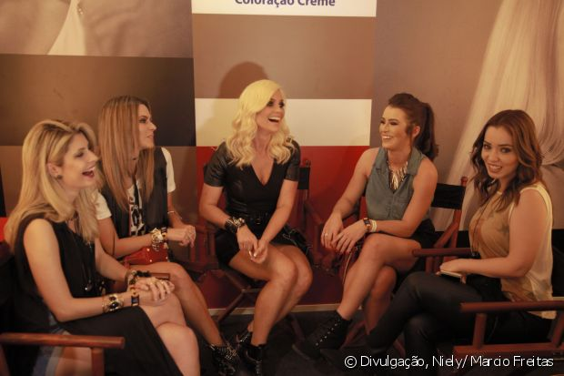 Flávia Alessandra e Carolina Tognon, Renata Uchôa, Mariana Saad e Janaína Carvalho se divertiram no stand Fique Diva