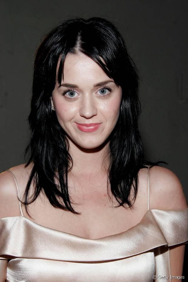 Em 2007, Katy Perry tinha os cabelos em camadas