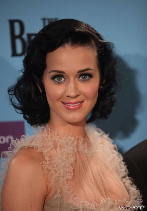 Katy Perry também gosta de cabelos curtinhos