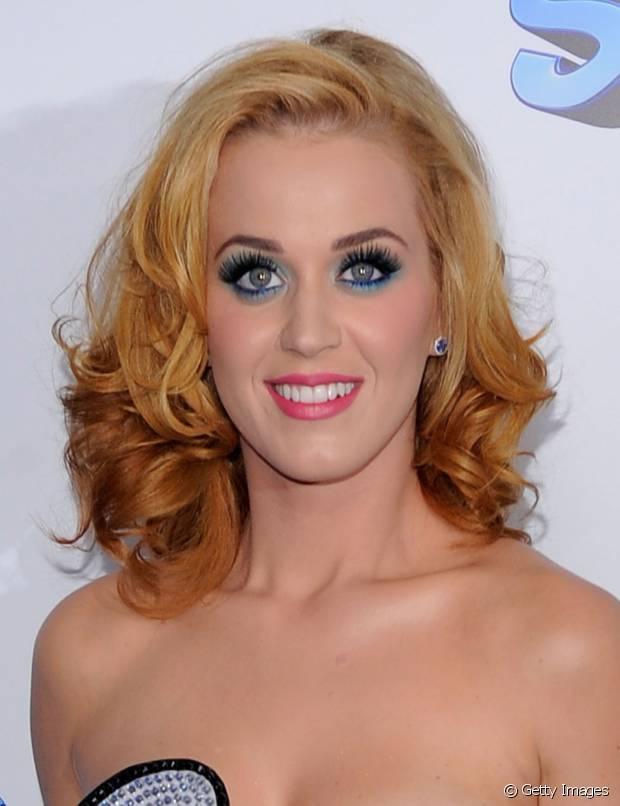 Katy Perry também já teve cabelos loiros. Linda, né?