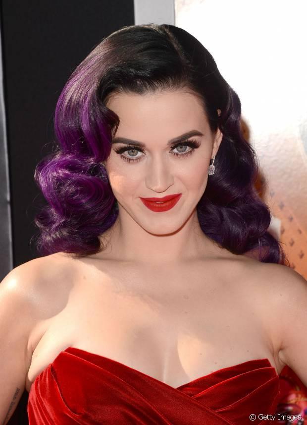 Katy Perry investiu na técnica ombré com a nuance roxa