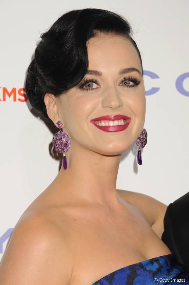 Katy Perry também já usou franjão lateral