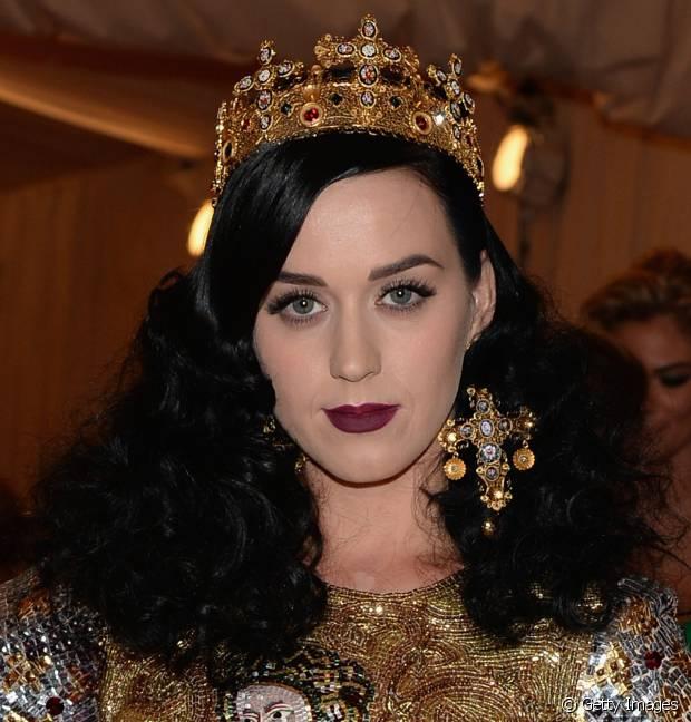 No baile de gala do MET 2013, Katy Perry investiu em cabelos volumosos no comprimento